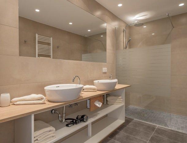 hotel-loy-grobming-badkamer.jpg