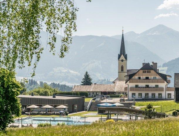 hotel-loy-grobming-kerk-zwembad.jpg