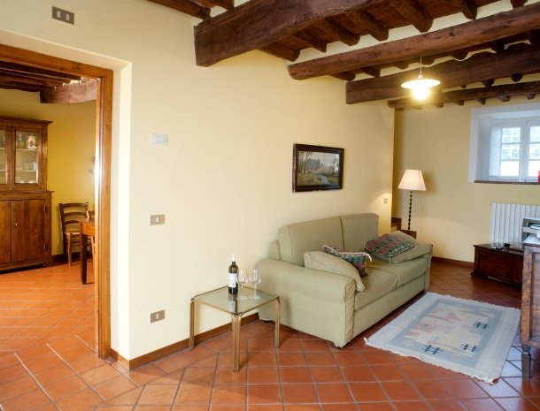 colledibordocheo-lucca-appartement-woonkamer.jpg