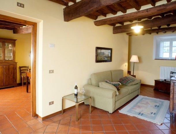 colledibordocheo-lucca-appartement-woonkamer.jpg