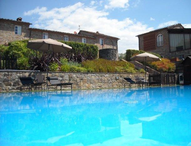 colledibordocheo-lucca-appartement-zwembad.jpg