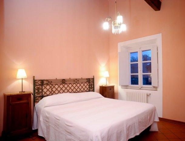colledibordocheo-lucca-appartement-tweepersoonsslaapkamer.jpg