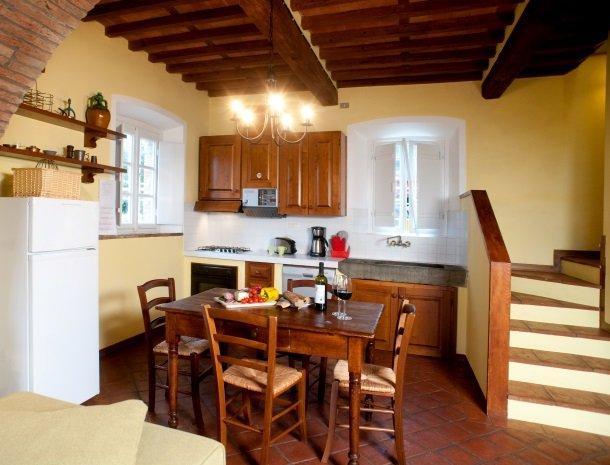 colledibordocheo-lucca-appartement-keuken.jpg