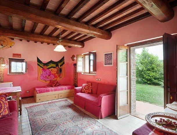 agriturismo gatto giallo montegabbione woonkamer suite rose.jpg