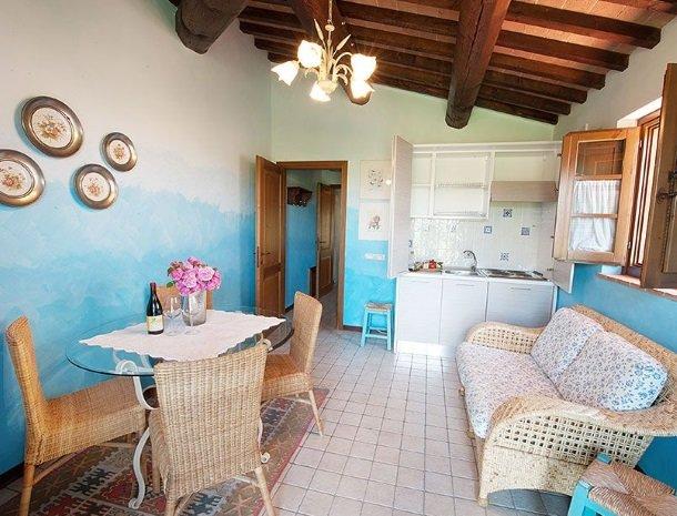 agriturismo gatto giallo montegabbione suite keuken.jpg