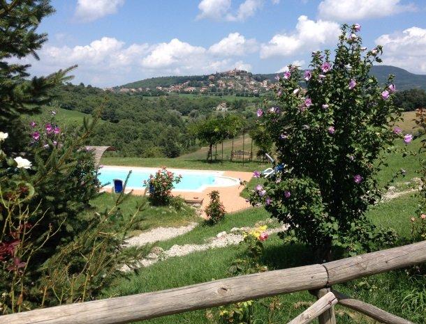 agriturismo gatto giallo montegabbione tuin zwembad uitzicht.jpg