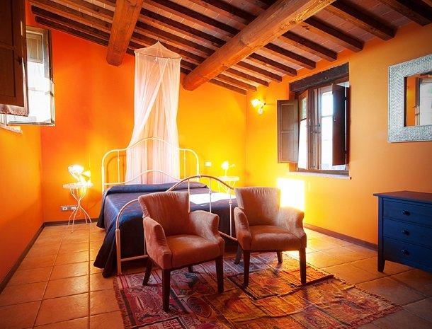 agriturismo gatto giallo montegabbione slaapkamer suite oranje.jpg
