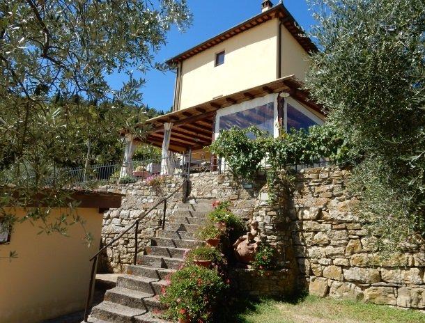 casale-le-pergole-pontassieve-huis-terras.jpg