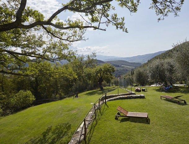 casale-le-pergole-pontassieve-tuin-uitzicht.jpg