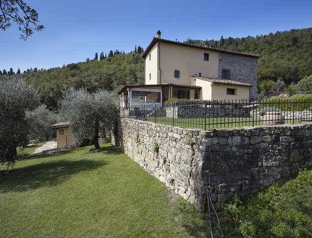 casale-le-pergole-pontassieve-huis-tuin.jpg