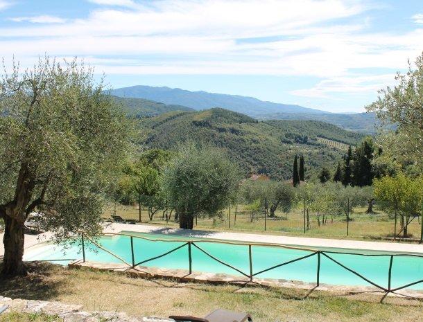 casale-le-pergole-pontassieve-zwembad.jpg