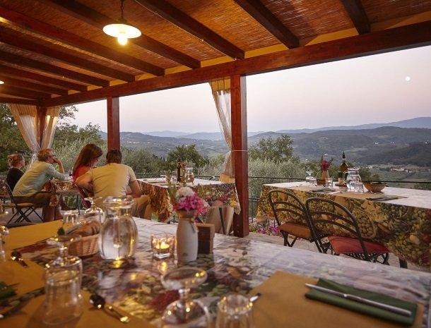 casale-le-pergole-pontassieve-diner-uitzicht.jpg