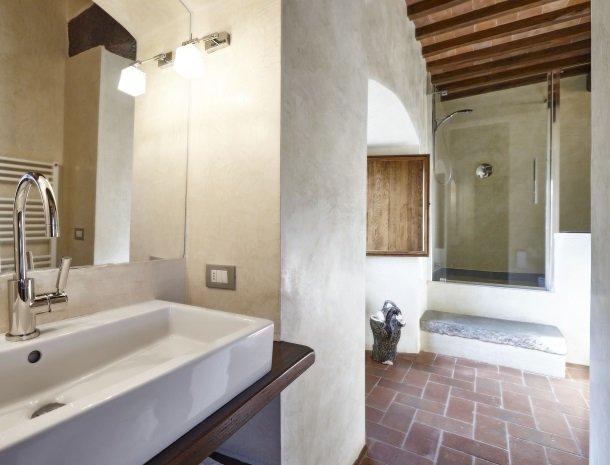 casale-le-pergole-pontassieve-badkamer.jpg