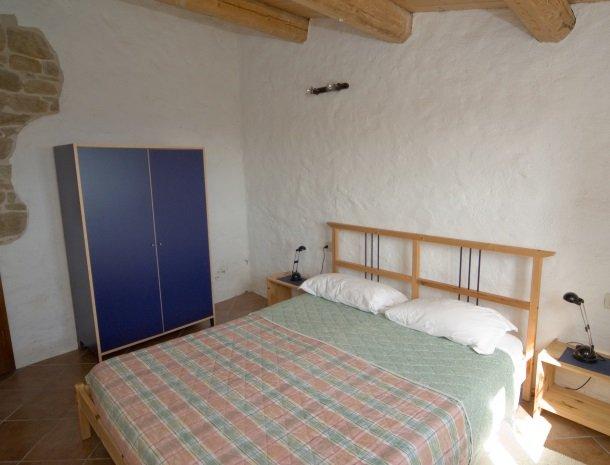 agriturismo alla vecchia quercia-pergola-slaapkamer-appartement.jpg