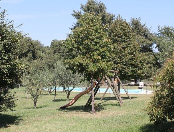 agriturismo-il-felcino-umbrie-speeltuin-zwembad.jpg