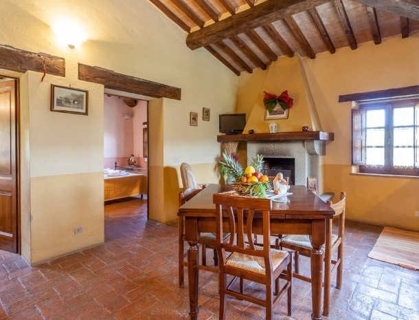 agriturismo-il-felcino-umbrie-appartement-rosa-canina-woonkamer.jpg