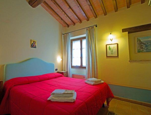 la-casa-colonica-tuoro-sul-trasimeno-appartement-tulipano-slaapkamer.jpg