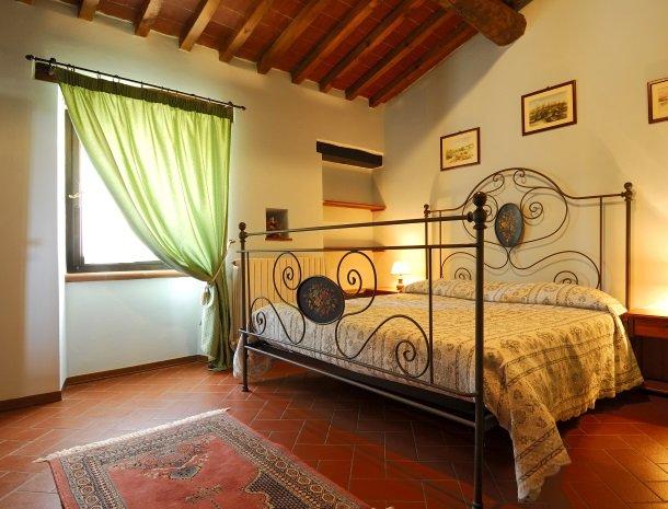 la-casa-colonica-tuoro-sul-trasimeno-slaapkamer-rosa.jpg