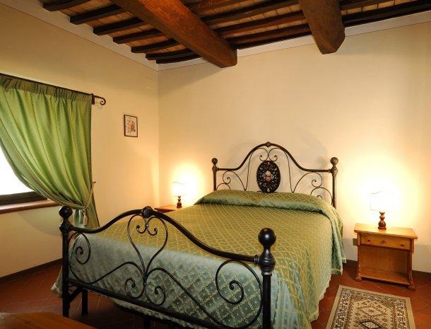 la-casa-colonica-tuoro-sul-trasimeno-appartement-primula-slaapkamer.jpg