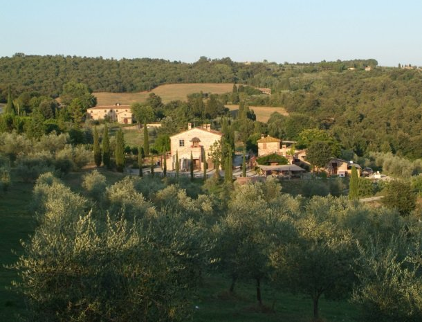 podere-alberese-asciano-toscane-overzicht.jpg