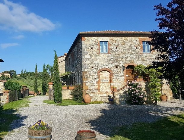 podere-alberese-asciano-toscane-appartement-kamers-zomer.jpg