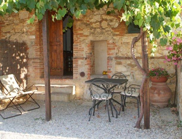 podere-alberese-asciano-toscane-appartement-terras.jpg