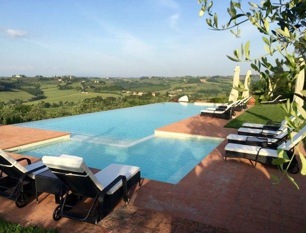 borgo-divino-montespertoli-hetzwembad.jpg