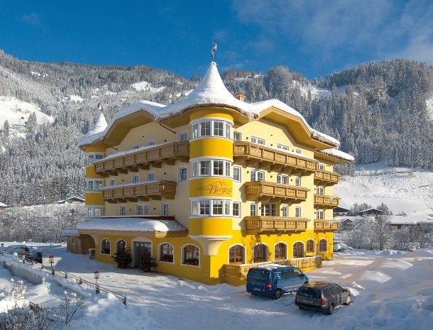 hotel bergzeit-voorkant.jpg