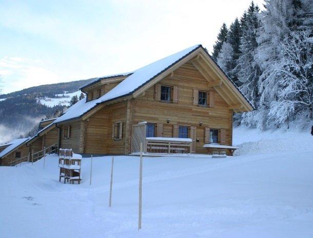 huttendorp schladming-huisinsneeuw.jpg