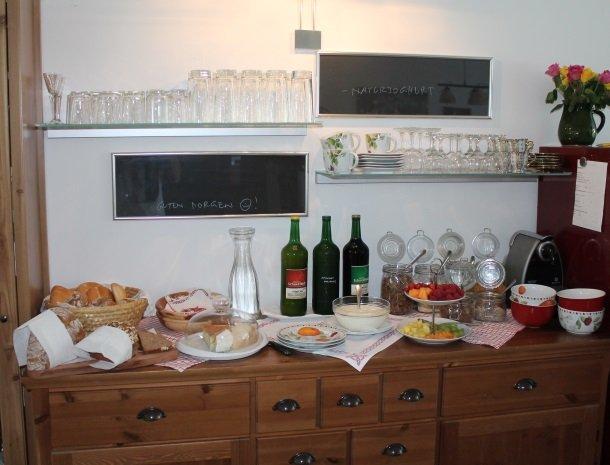 kleinhofers himbeernest - ontbijtbuffet1.jpg