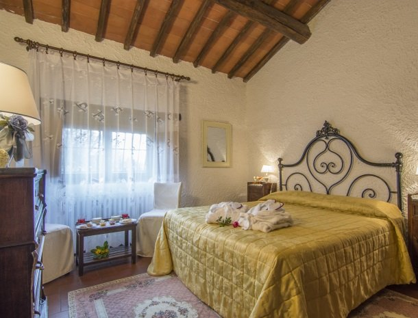 hotel-salivolpi-castellina-in-chianti-slaapkamer5.jpg