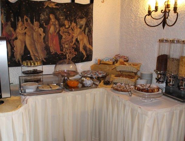 hotel-salivolpi-castellina-in-chianti-ontbijtbuffet.jpg