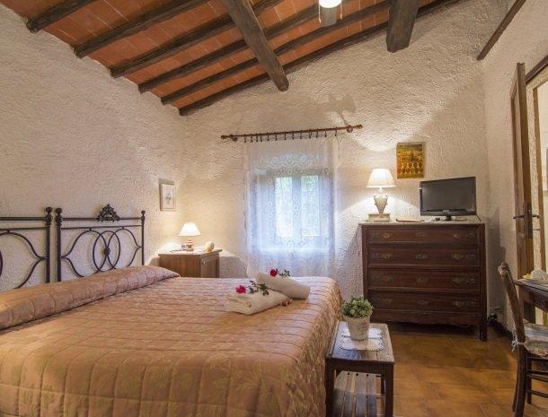 hotel-salivolpi-castellina-in-chianti-slaapkamer4.jpg