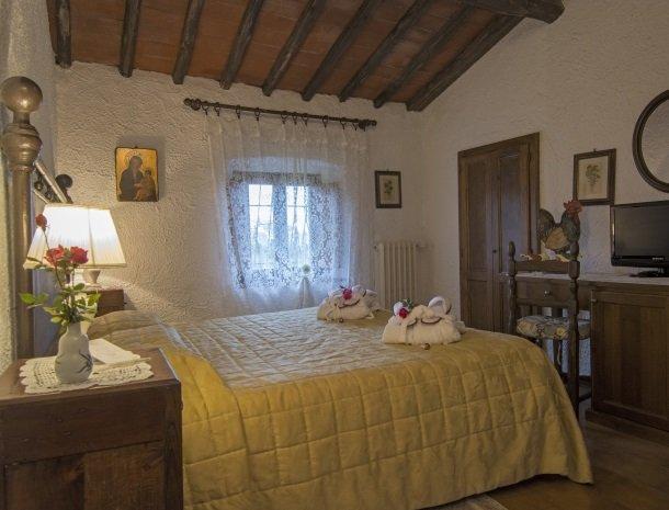 hotel-salivolpi-castellina-in-chianti-slaapkamer3.jpg