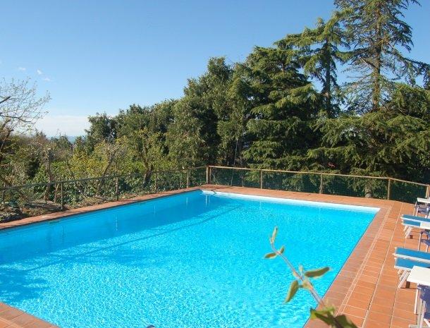 hotel-salivolpi-castellina-in-chianti-zwembad.jpg