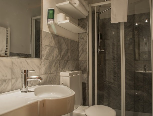 piccolo-hotel-puccini-lucca-badkamer.jpg