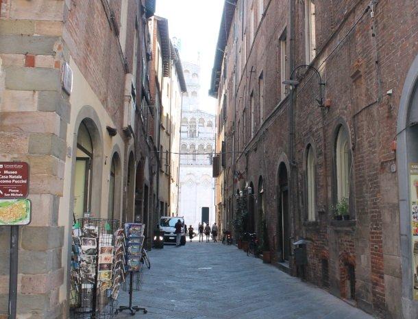 piccolo-hotel-puccini-lucca-straatje.jpg