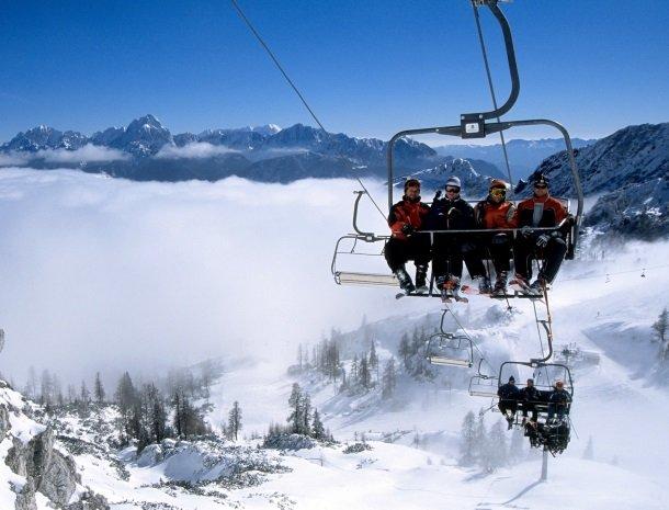 berghotel-presslauer-nassfeld-stoeltjeslift.jpg