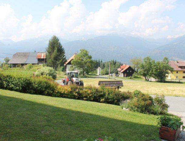 berghotel-presslauer-nassfeld-tuin.jpg