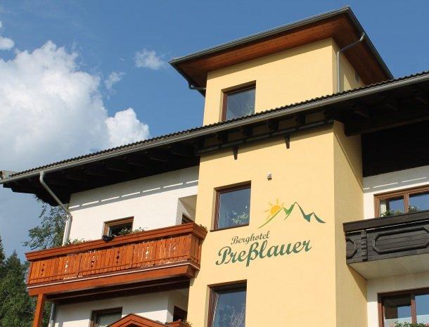 berghotel-presslauer-nassfeld-voorkant-hotel.jpg