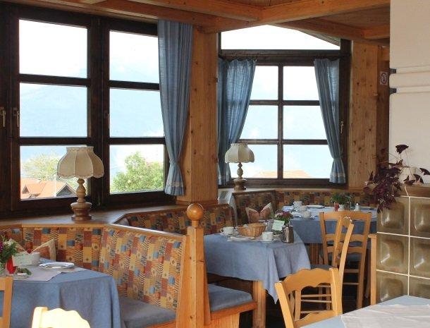 berghotel-presslauer-nassfeld-ontbijttafels.jpg
