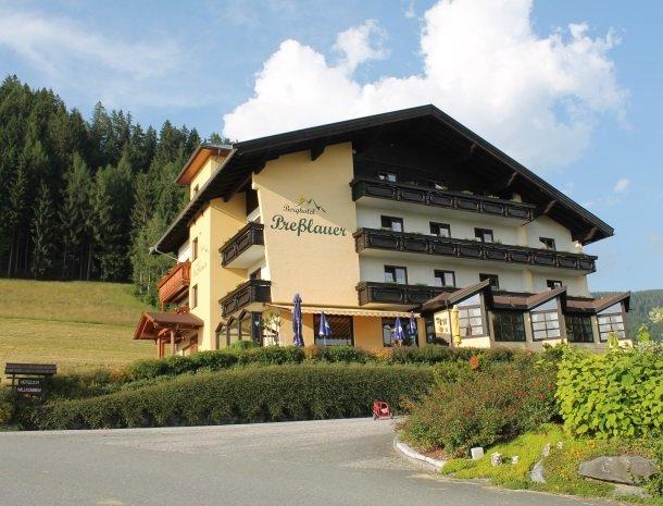 berghotel-presslauer-nassfeld-hotel-overzicht.jpg