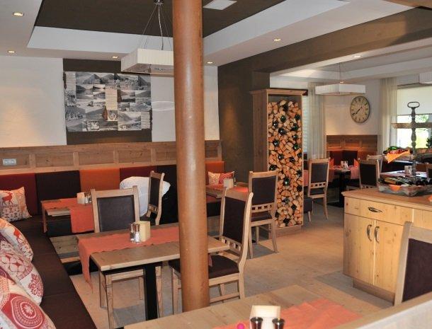 hotel arlberger_eetkamer.jpg