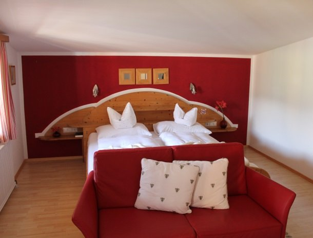 hotel arlberger_slaapkamerrood.jpg