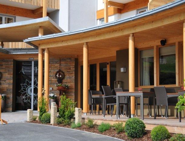 hotel arlberger_terrasvoorkant.jpg