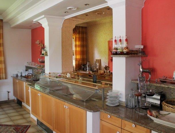 hotel-karntnerhof-presseggersee-ontbijtbuffet2.jpg