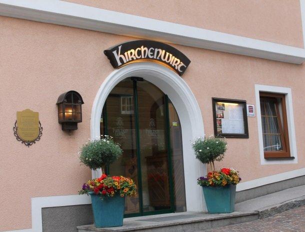 hotel kirchenwirt - voordeur.jpg