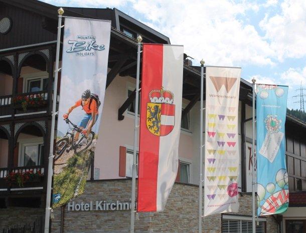 hotel kirchner - vlaggen.jpg