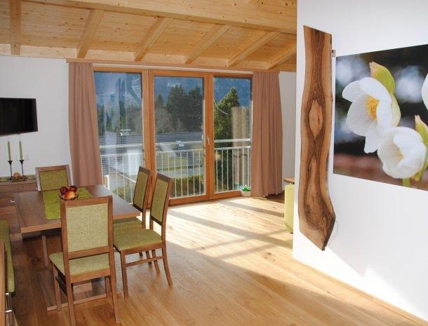 kronhofer-presseggersee-apartement-schneerose-zithoek.jpg
