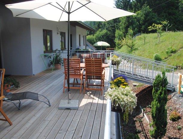 kronhofer-terras-apfel_kirsch_bluete.jpg